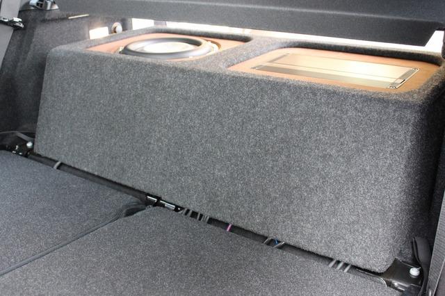 ボックスをセットした状態。リアシートに合わせて設計され、ムダのない作りになっているのも見て取れる。