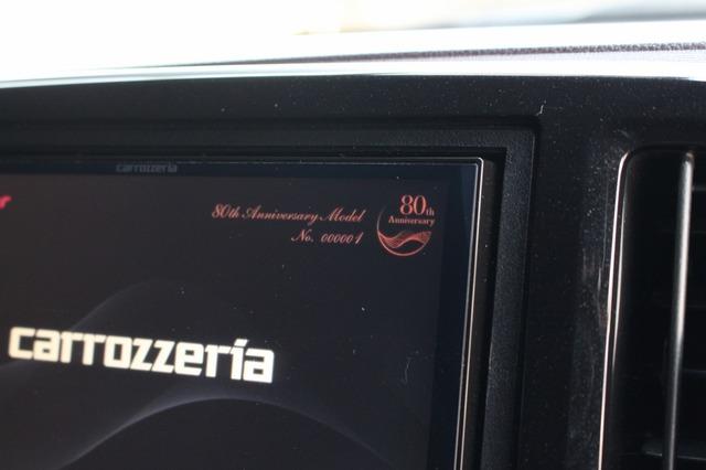 """サイバーナビXシリーズは80周年記念モデルのAVIC-CZ902XS-80を使っている。なんとシリアルナンバーは""""001""""だ!"""