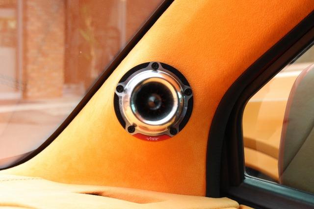 Aピラーにはヴァイブオーディオのトゥイーター・BDPRO 3T-V7をインストール。シルバーのグリルがチョイスの決め手となった。