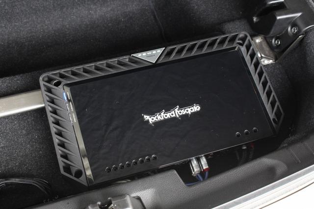 パワーアンプにはロックフォードのT600-4をチョイス。同社のハイエンドユニットで高音質&パワフルサウンドを引き出す。