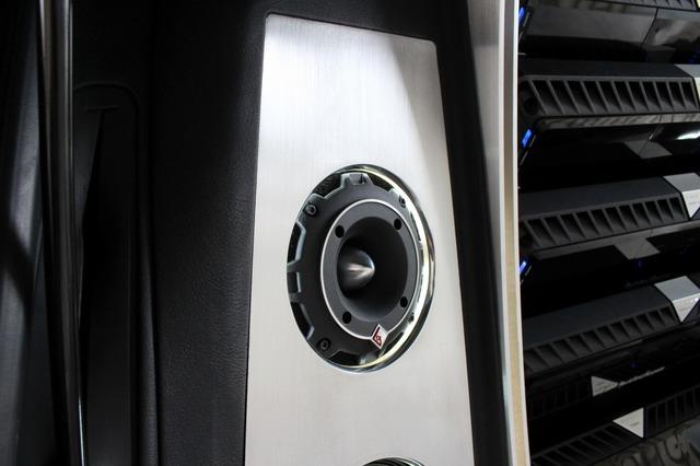 パンチプロのバレットツイーターを両サイドの上部にインストール。鳴りっぷりの良い高域を引き出している。