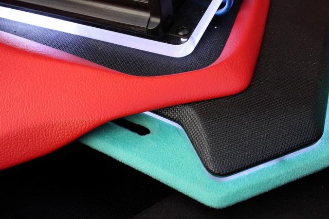 積層構造が自慢のフロア。複雑に重なり合っているパネル構造は見事。色のバランスも絶妙でオーナーもお気に入り。