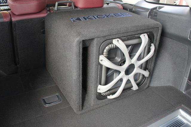 サブウーファーはキッカーの純正ボックスであるL7Sをチョイス。バスレフボックスで鳴りっぷりの良さは抜群。