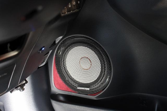 ミッドバスにはグラウンドゼロのGZPK16SQをチョイス。もともとグラウンドゼロ好きのオーナーならではのセレクトだ。