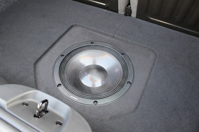 サブウーファーにはカロッツェリアのTS-W1000RSをインストール。高級ユニットで低音のクオリティをぐんと引き上げている。