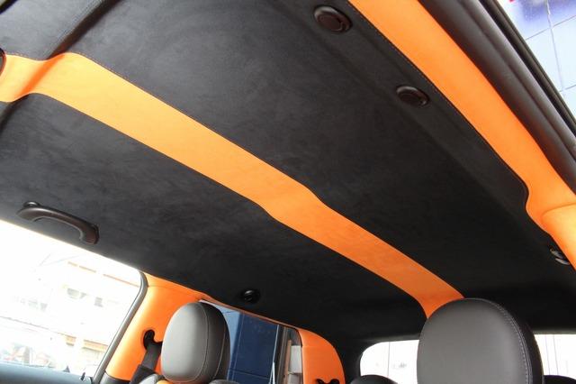 シーリングも全面を張り替え処理。Aピラーからつながるオレンジのラインがラゲッジにまでつながる。装の統一感も抜群だ。