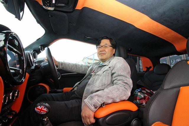オーディオカーを経験してきたベテランユーザーの古渡さん。コンペにも積極的に参加する。今回通勤車のミニを徹底カスタムした。