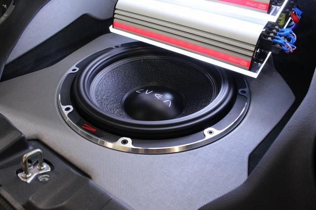 サブウーファーにはヴァイブオーディオのCVEN12SW-V4をインストール。パワフルな重低音を響かせるユニットだ。