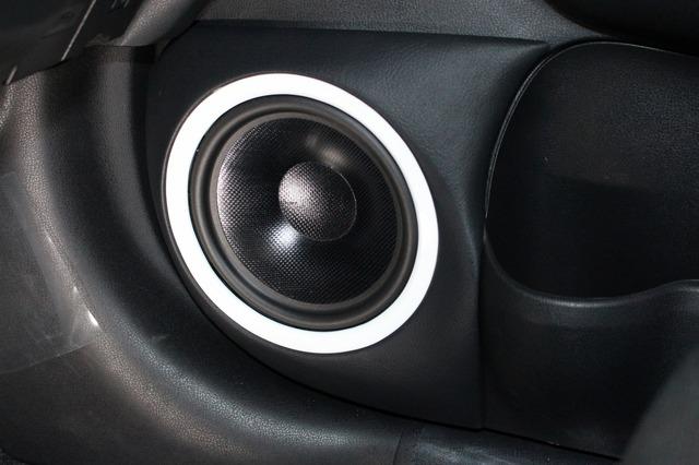 フロントスピーカーにはロックフォードのT4652-Sをチョイス。ミッドバスはドアにアウターバッフルでインストール。