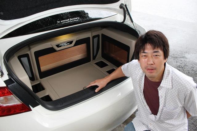 愛車のフーガにお気に入りのオーディオをインストールしたオーナーの伊藤さん。高音質化の追求は止まるところを知らない。