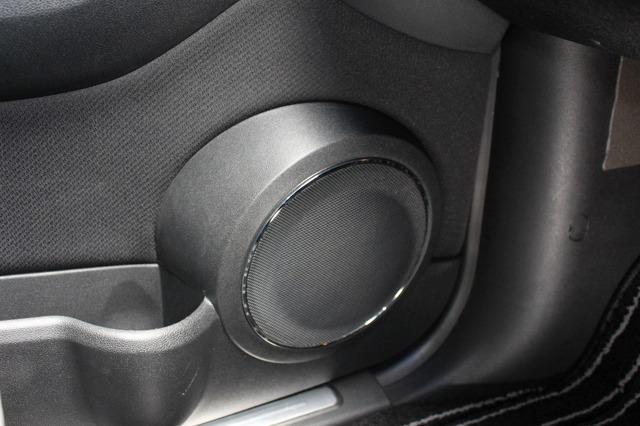 ミッドバスにはブラックスのマトリックスML-6Pをチョイス。ハイエンドなスピーカーを使った高音質化が狙いだ。