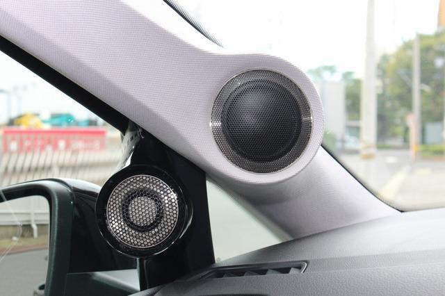 AピラーにはブラックスのML-2をインストール。ドアミラー裏にはパネルをワンオフしてツイーター・GL-1をインストール。