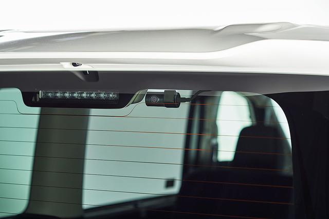 ドライブレコーダー(後方カメラ)の装着例。