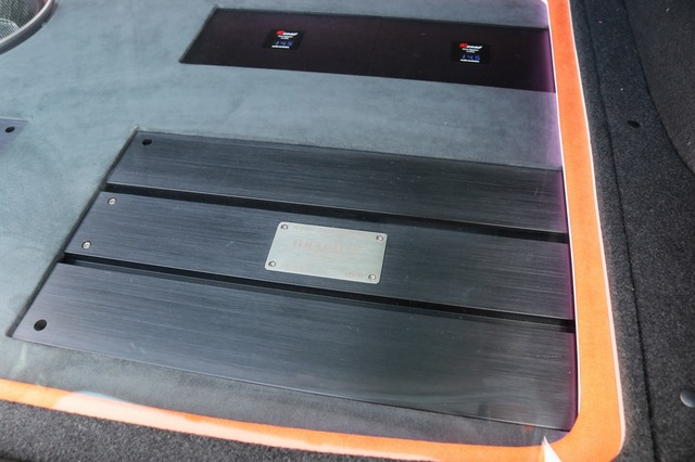 パワーアンプにはブラックスのグラフィック・GX2400を2台投入。高い駆動力と優れた音質で定評のあるモデルだ。