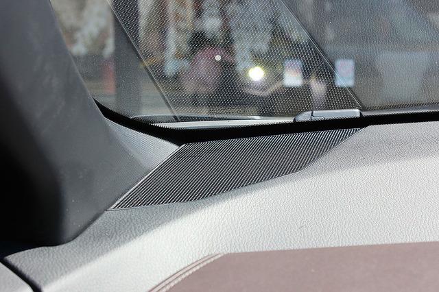 純正ツイーターの装着位置の一例(国産車)。
