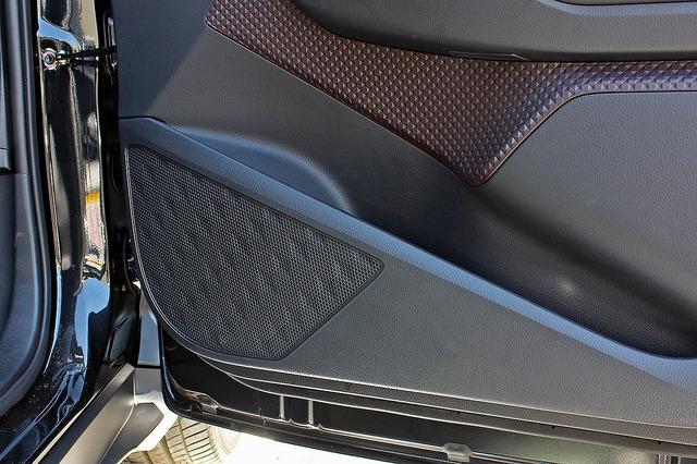 純正ドアスピーカーの装着位置一例(国産車)。
