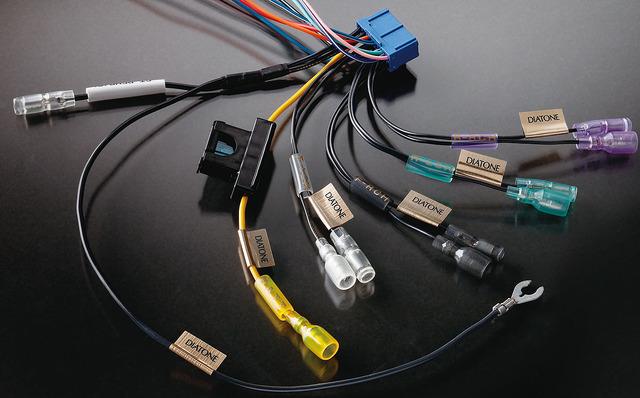 市販メインユニットに付属しているハーネスの一例(ダイヤトーンサウンドナビ)。