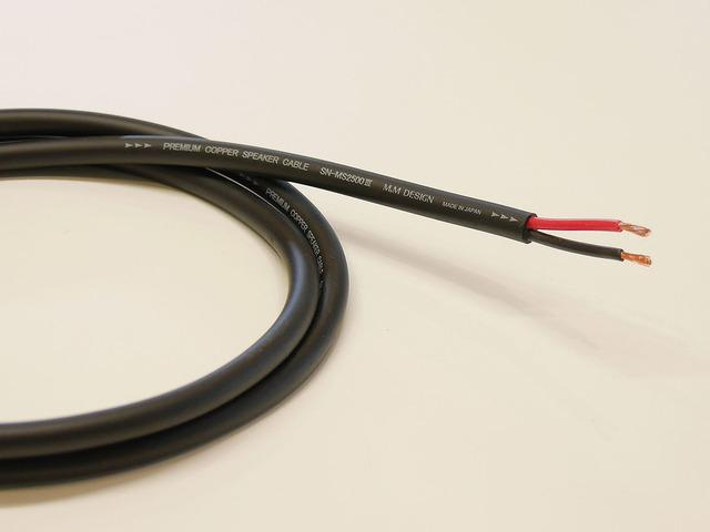 市販スピーカーケーブルの一例(M&Mデザイン)。